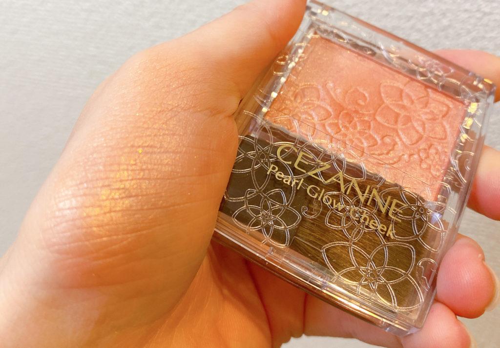 CEZANNE(セザンヌ)パールグロウチーク P2 ベージュコーラル スウォッチ・色味